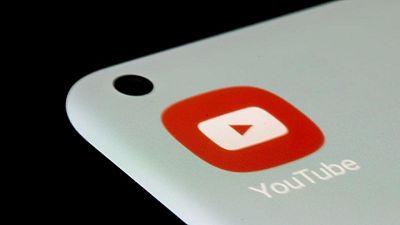يوتيوب يحذف القناتين الرسميتين للمغني آر.كيلي
