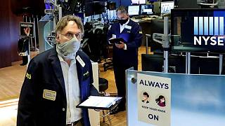 وول ستريت تهبط بفعل مخاوف التضخم وتقرير وظائف القطاع الخاص