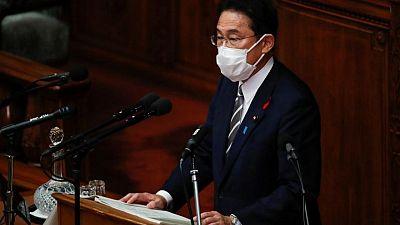 رئيس وزراء اليابان الجديد يتعهد بتكريس نفسه لإنهاء أزمة كوفيد-19