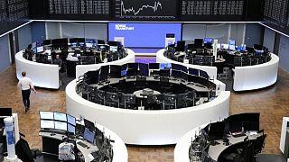 أسهم أوروبا تنهي اليوم على تراجع لكن تحقق أعلى ارتفاع أسبوعي في شهرين