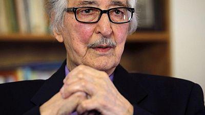 وفاة أول رئيس لإيران بعد الثورة في باريس