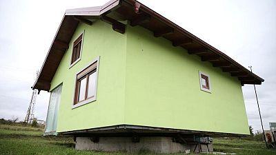 بوسني يبني بيتا دوارا.. حتى لا تمل زوجته من تكرار المناظر