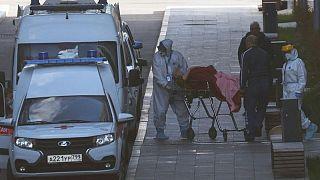 الوفيات اليومية من كوفيد-19 في روسيا تقترب من أعلى مستوى على الإطلاق