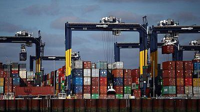 La Navidad no se cancela a pesar de atascos en los puertos, dice Reino Unido