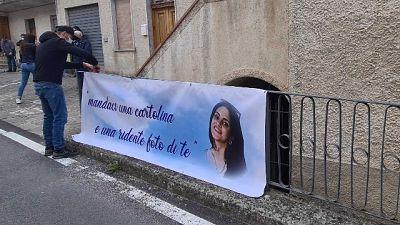 A Montesano sulla Marcellana (Salerno) palloncini e rose bianche