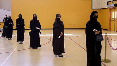 أمير قطر يعين امرأتين في مجلس الشورى بعد اكتساح الرجال الانتخابات